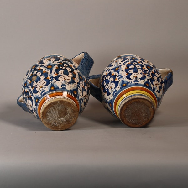 Pair of Italian Montelupo two-handled vases, late 16th century - image 2