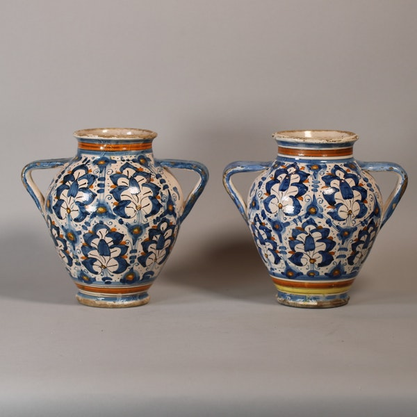 Pair of Italian Montelupo two-handled vases, late 16th century - image 1