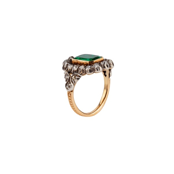 Victorian emerald and diamond ring - image 2