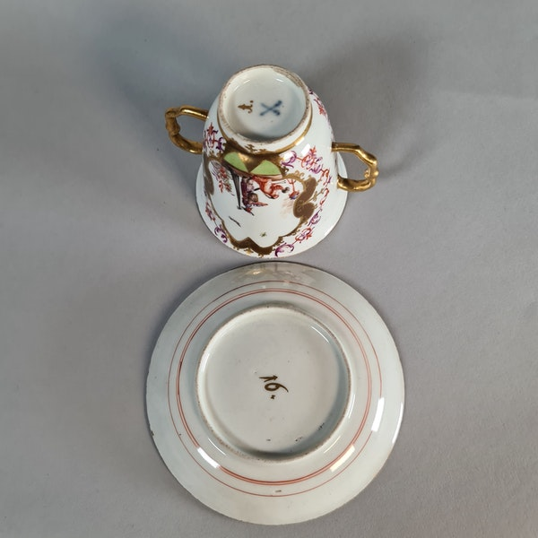 Meissen two-handled beaker and saucer,  the saucer circa 1724 and the beaker slightly later - image 2