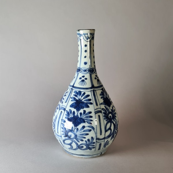 Chinese kraak blue and white bottle vase, Wanli (1573-1619) - image 3