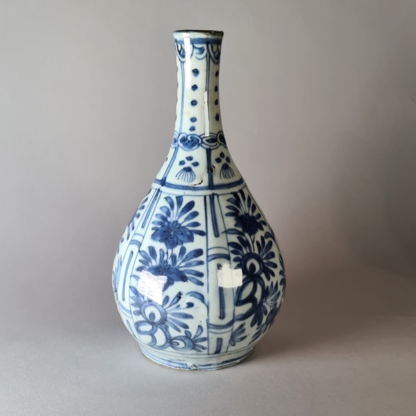 Chinese kraak blue and white bottle vase, Wanli (1573-1619) - image 1