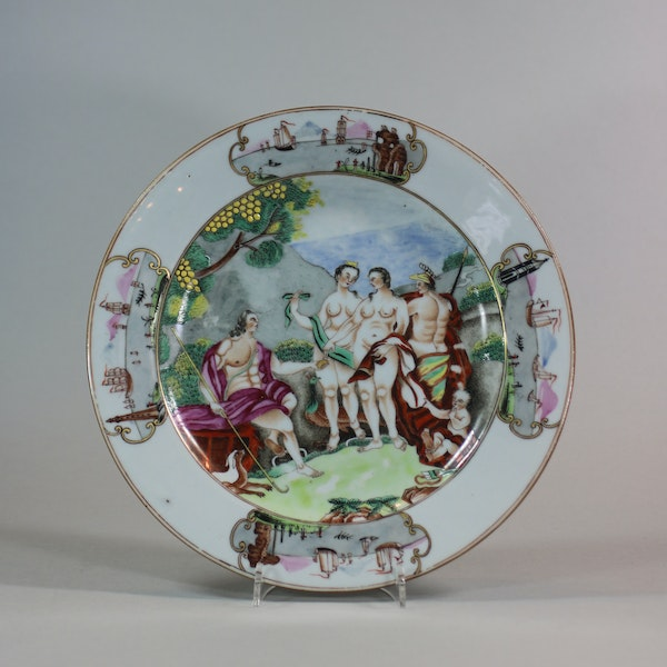 Pair of Chinese Famille Rose 'Judgement of Paris' plates, Qianlong (1736-95) - image 3
