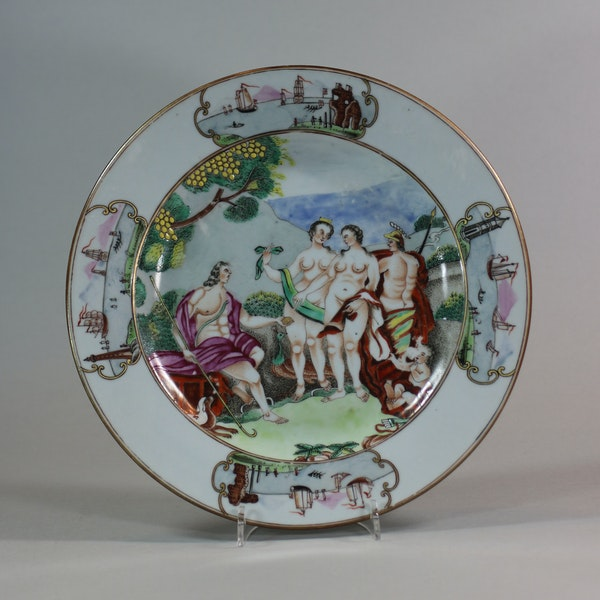 Pair of Chinese Famille Rose 'Judgement of Paris' plates, Qianlong (1736-95) - image 5