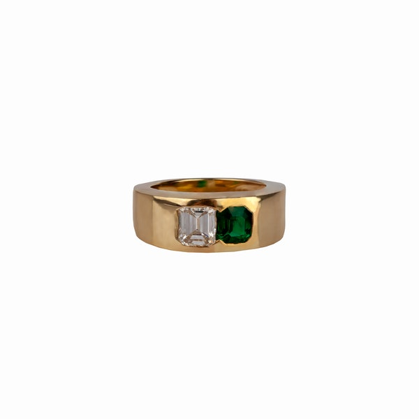 Pretty emerald and baguette diamond ting - image 1