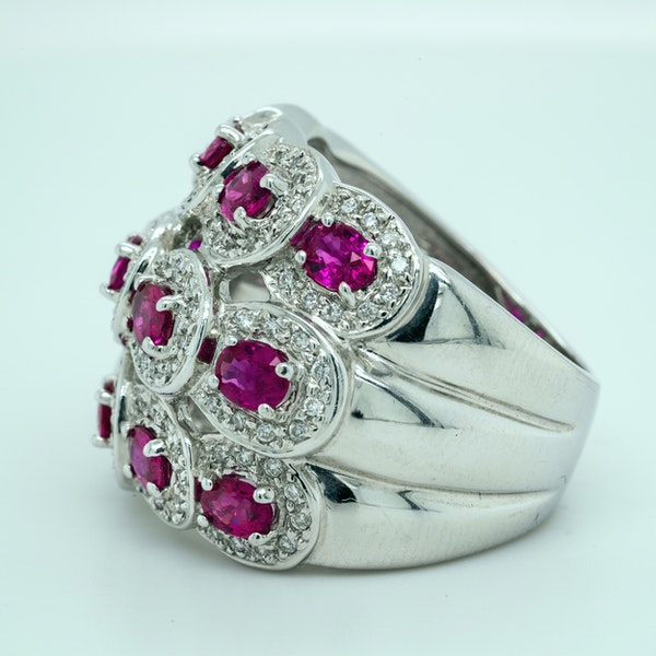 18K white gold 2.50ct Natural Ruby and 0.50ct Diamond Ring - image 3