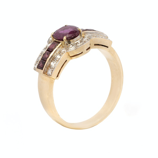 18ct Yellow Gold Ring with Diamonds and Rubies - image 2