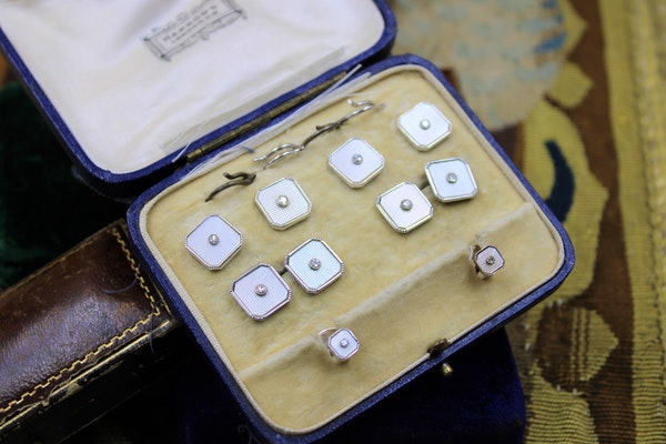 A very fine Mother of Pearl & Diamonds Dress Set in 9ct White Gold, English, Circa 1950 - image 1