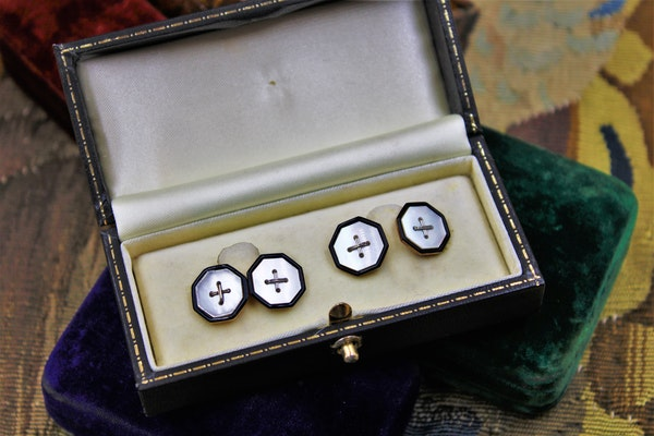 A very fine pair of  Mother of Pearl & Black Enamel Cufflinks set in 9ct Yellow Gold, Circa 1930 - image 1
