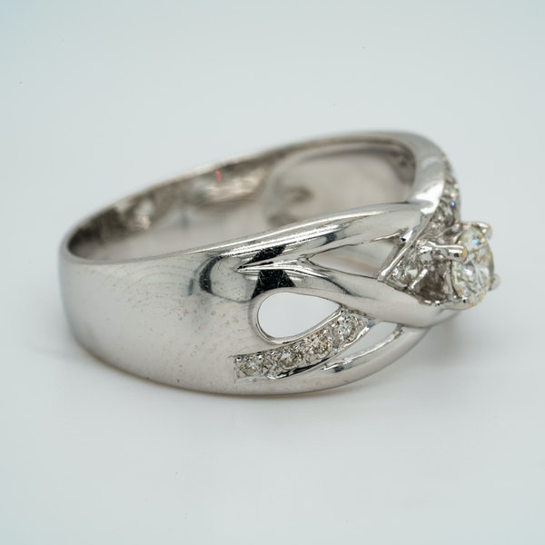 18K white gold 0.30ct Diamond Ring - image 2