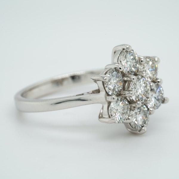18K white gold 1.97ct Diamond Cluster Ring - image 2