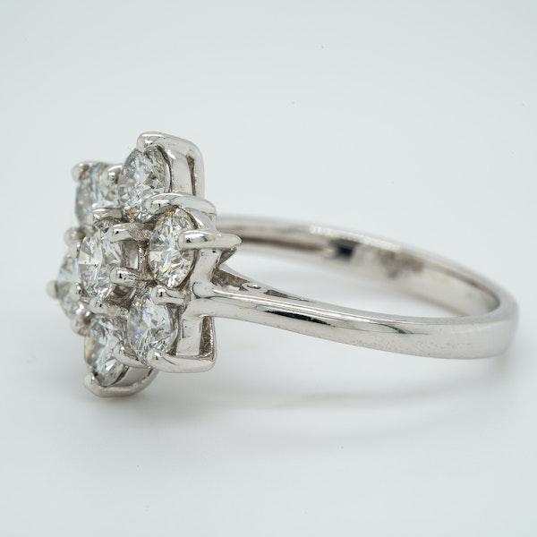 18K white gold 1.97ct Diamond Cluster Ring - image 3