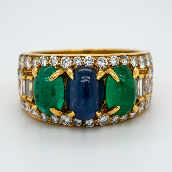 A very good cabochon emerald .sapphire and diamond ring in 18 ct yellow gold.Fully signed - image 1