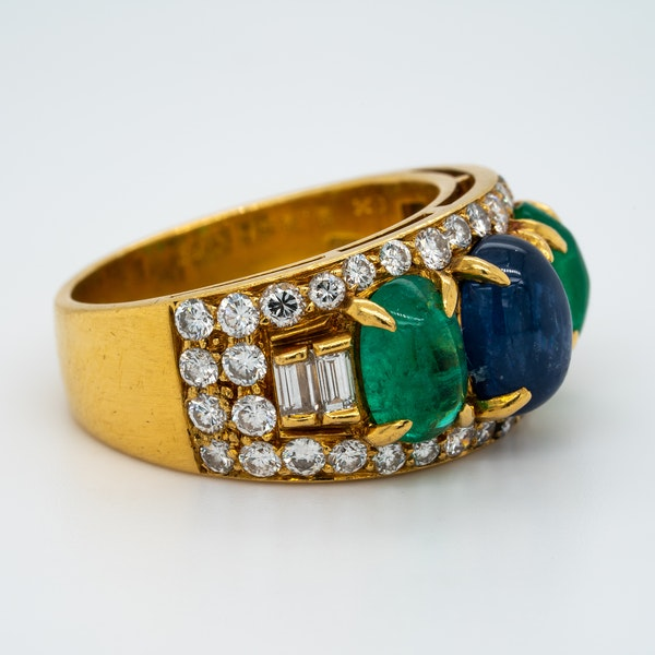A very good cabochon emerald .sapphire and diamond ring in 18 ct yellow gold.Fully signed - image 2
