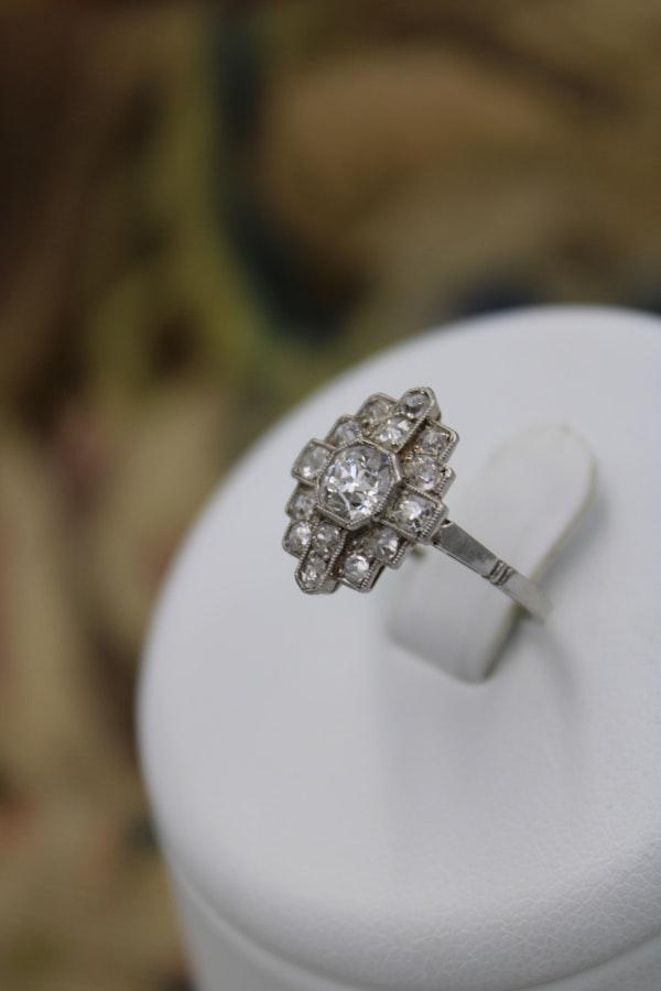 """An exceptional """"Quatrefoil"""" Platinum & Diamond """"Art Deco""""  Platinum Ring Circa 1920-1930 - image 1"""