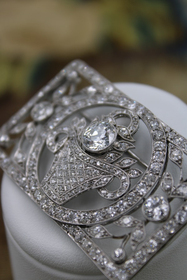An exquisite Art Deco Diamond Floral Basket Brooch mounted in Platinum, English, Circa 1930 - image 1
