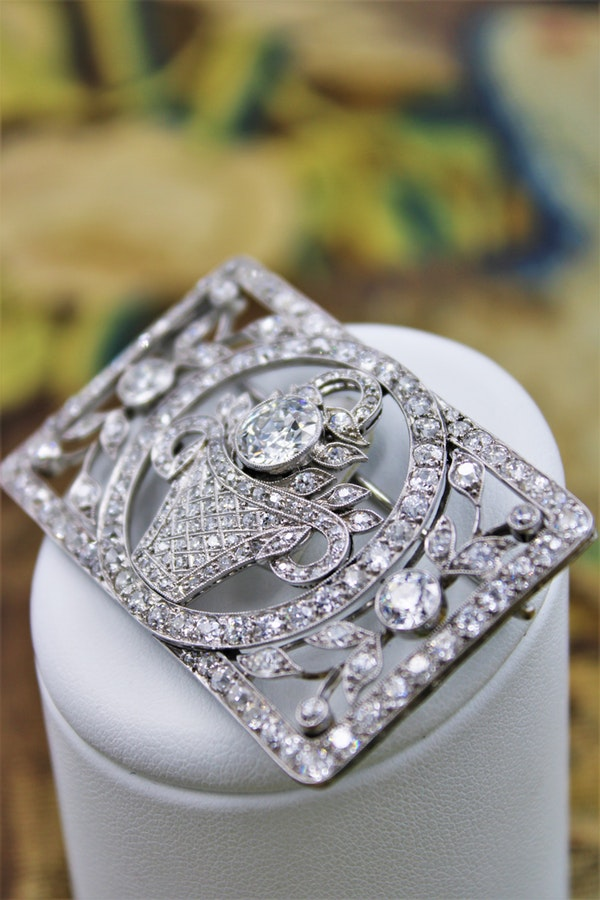 An exquisite Art Deco Diamond Floral Basket Brooch mounted in Platinum, English, Circa 1930 - image 3