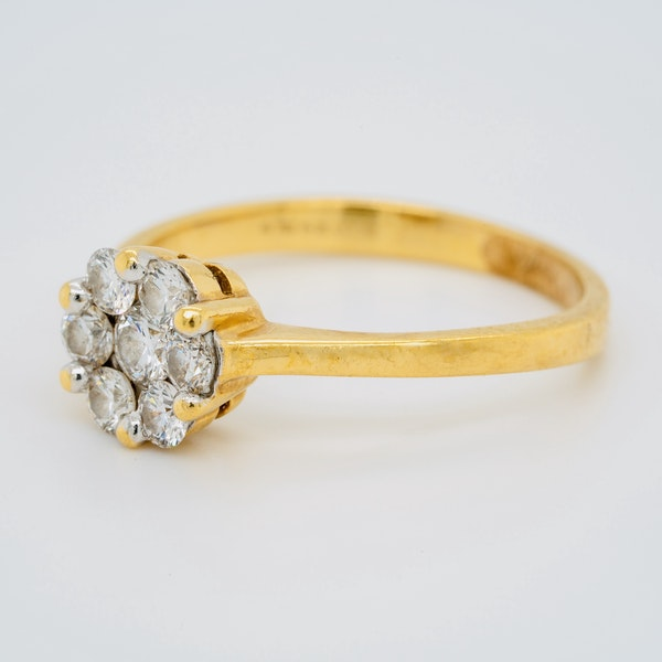 18K yellow gold 0.60ct Diamond Cluster Ring. - image 3