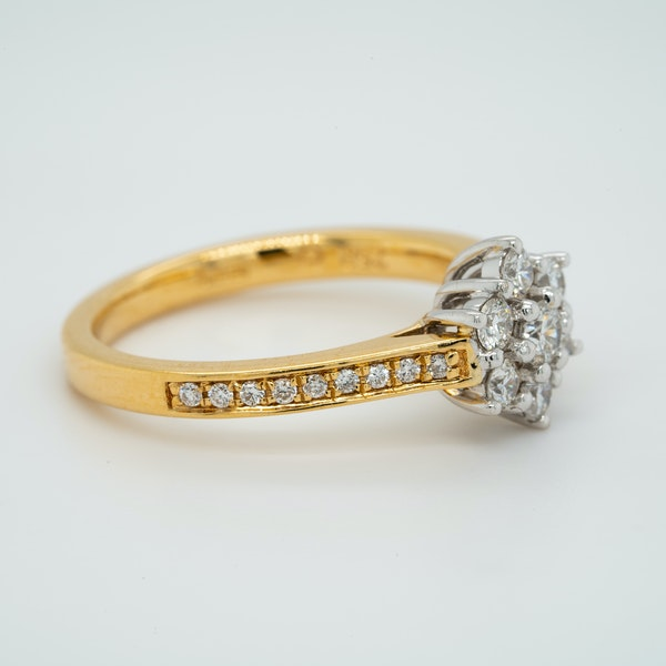 18K white/yellow gold 1.00ct Diamond Cluster Ring - image 2