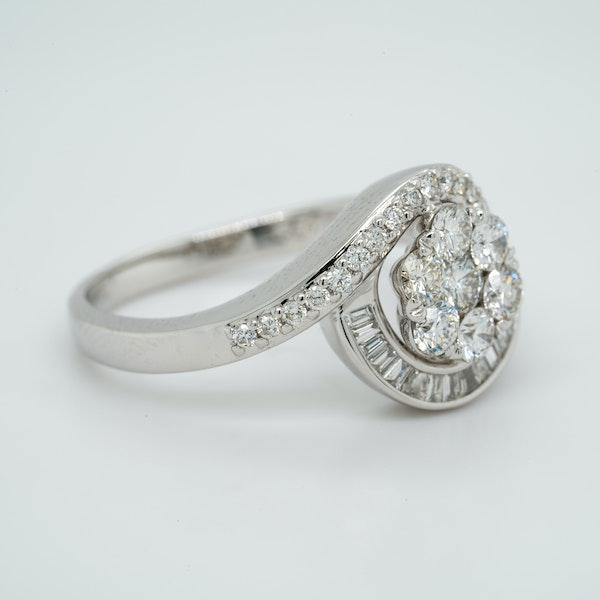 18K white gold 1.00ct Diamond Cluster Ring - image 2