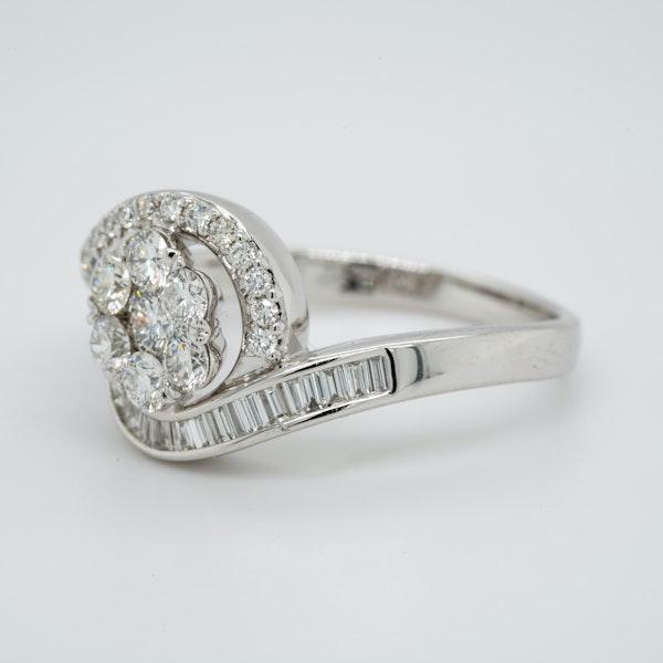 18K white gold 1.00ct Diamond Cluster Ring - image 3