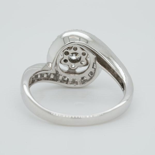 18K white gold 1.00ct Diamond Cluster Ring - image 4