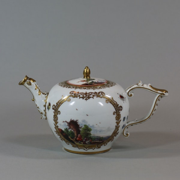 A Meissen teapot and cover, circa 1740 - image 3