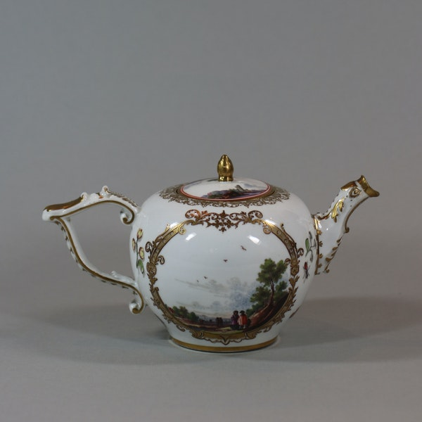 A Meissen teapot and cover, circa 1740 - image 1
