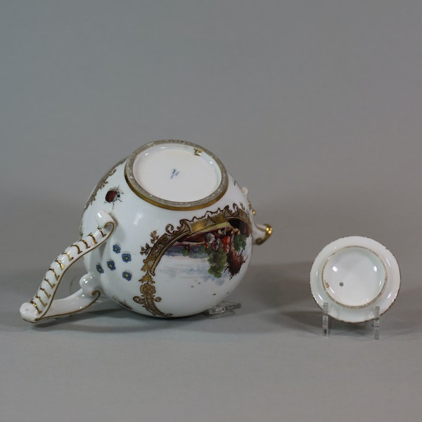 A Meissen teapot and cover, circa 1740 - image 2