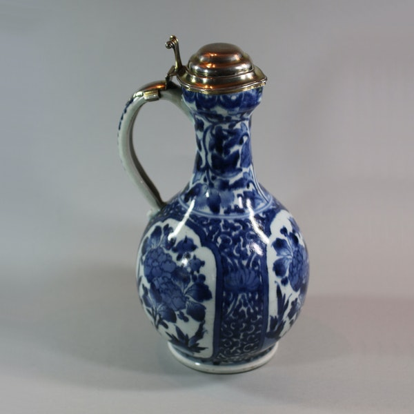 Japanese blue and white Arita ewer, circa 1680, with early mounts - image 4