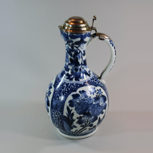 Japanese blue and white Arita ewer, circa 1680, with early mounts - image 3