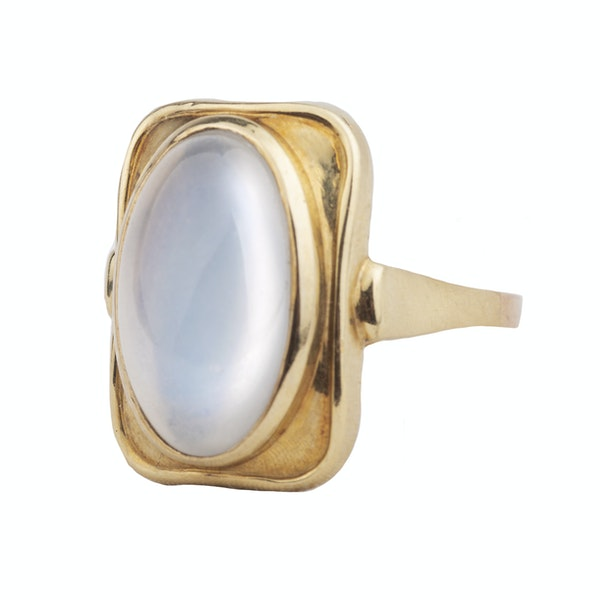 A 1940s Gold Moonstone Ring - image 4