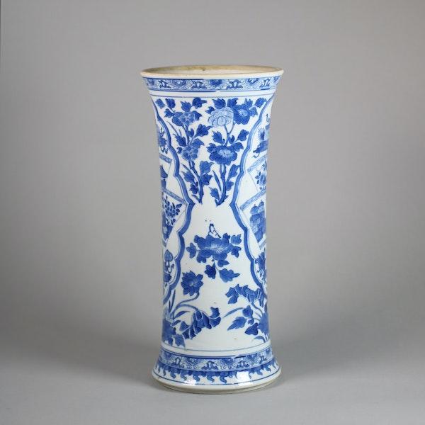 Chinese blue and white beaker vase, Kangxi (1662-1722) - image 3