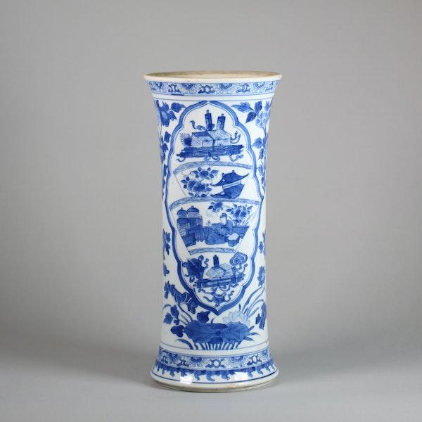 Chinese blue and white beaker vase, Kangxi (1662-1722) - image 1