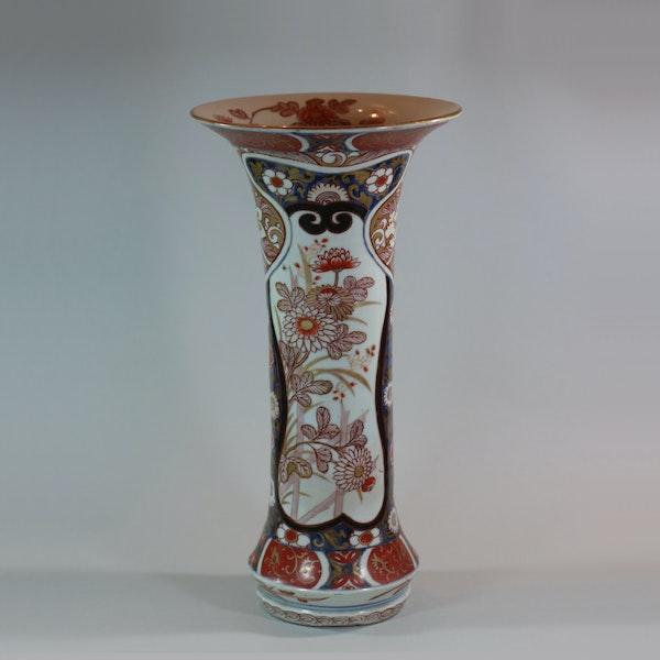 Japanese imari trumpet vase, Edo period, 18th century - image 2