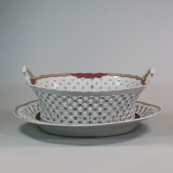 Chinese famille rose basket and stand, Qianlong (1736-95) - image 3
