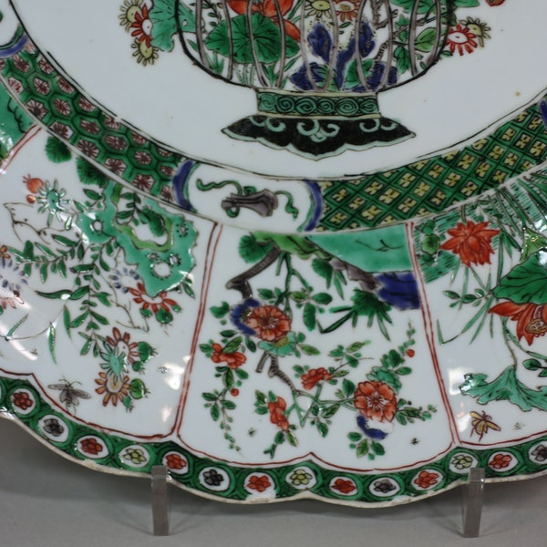 Chinese famille verte ribbed charger, Kangxi (1662-1722) - image 4