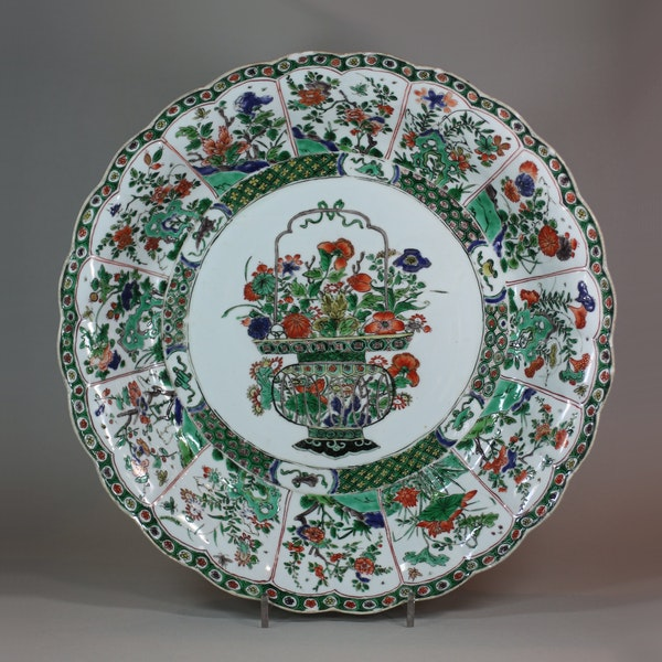 Chinese famille verte ribbed charger, Kangxi (1662-1722) - image 1