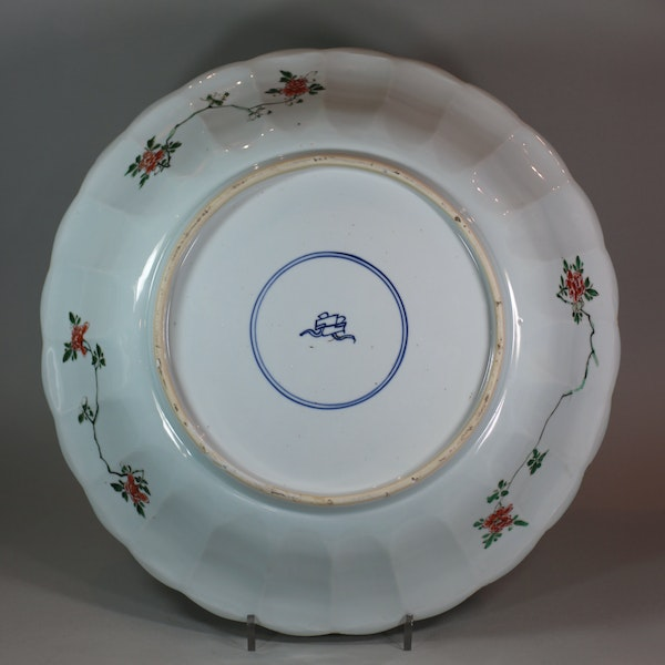 Chinese famille verte ribbed charger, Kangxi (1662-1722) - image 2