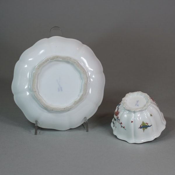 Meissen octafoil teabowl and saucer, circa 1735 - image 3