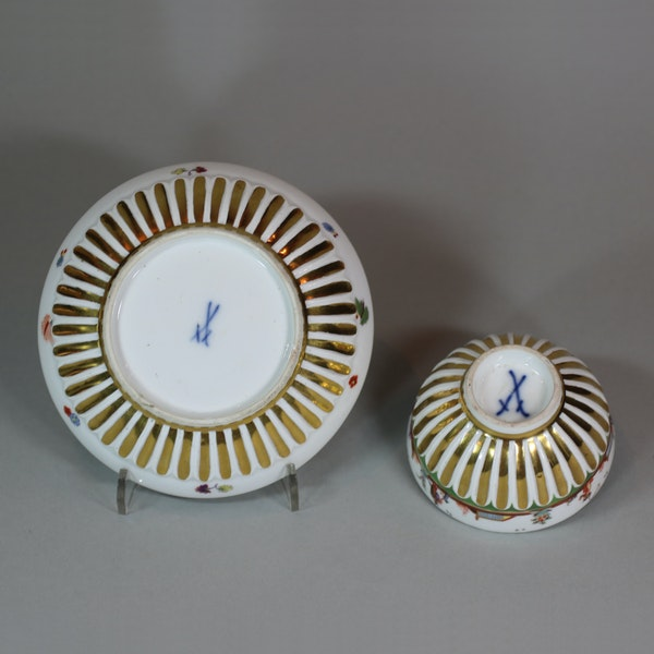 Meissen gadrooned teabowl and saucer, circa 1730 - image 4