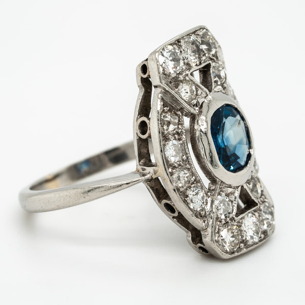 Diamond and sapphire tablet along the finger cluster ring - image 2