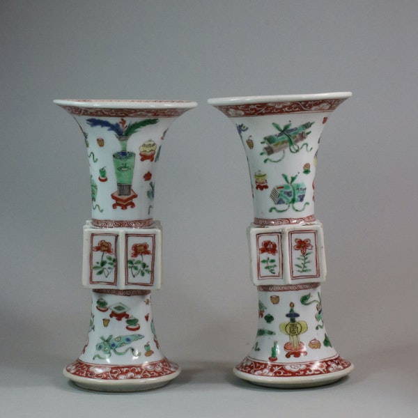 Pair of Chinese famille verte archaistic gu-form vases, Kangxi (1662-1722) - image 7