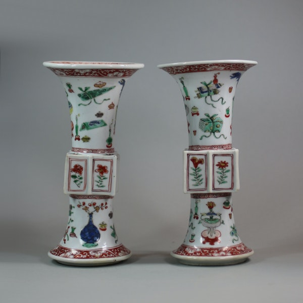 Pair of Chinese famille verte archaistic gu-form vases, Kangxi (1662-1722) - image 4