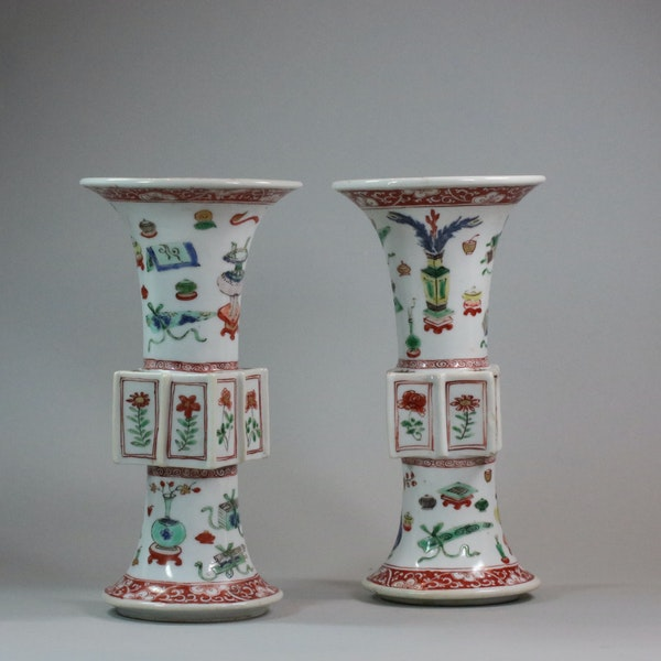 Pair of Chinese famille verte archaistic gu-form vases, Kangxi (1662-1722) - image 1