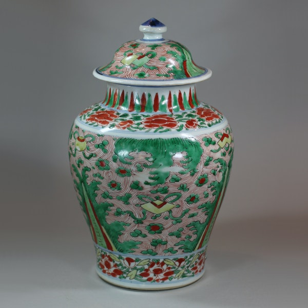 Chinese wucai transitional vase and cover, 17th century - image 2