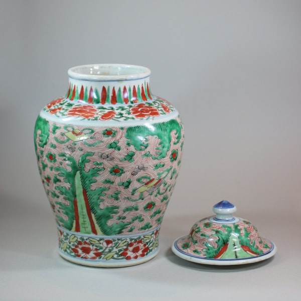 Chinese wucai transitional vase and cover, 17th century - image 6