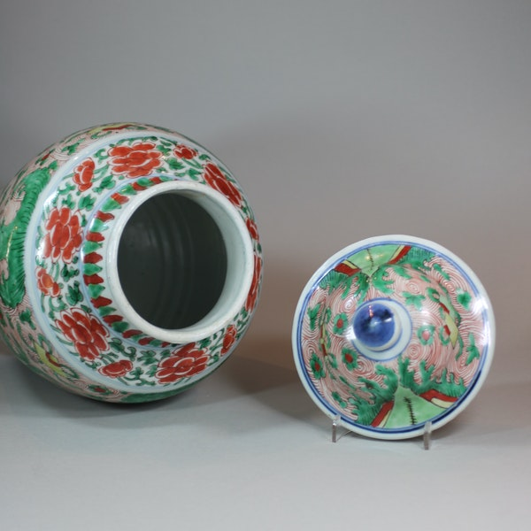 Chinese wucai transitional vase and cover, 17th century - image 5