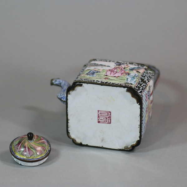 Chinese canton enamel winepot, Qianlong (1736-95) - image 2