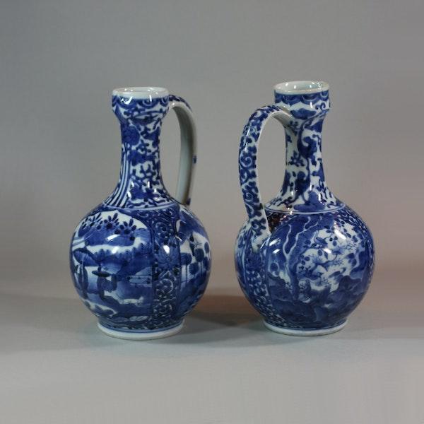 Pair of Japanese Arita blue and white ewers, c 1680 - image 3